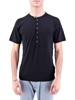Black cester t-shirt
